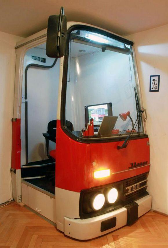 Un vieil autobus recycl en bureau mode s d 39 emploi - Bureau d emploi nabeul pointage ...
