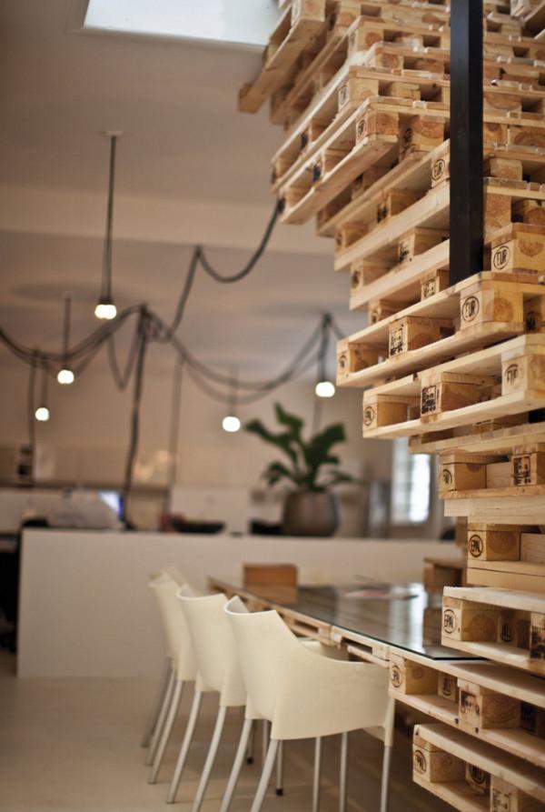 des bureaux en palettes cologiques et design mode s d 39 emploi. Black Bedroom Furniture Sets. Home Design Ideas