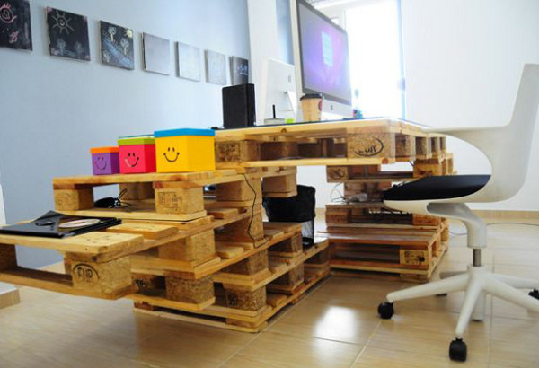 Des bureaux en palettes cologiques et design mode s d for Bureau de imagens