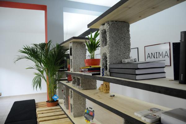 Des bureaux en palettes cologiques et design mode s d for Combien de parpaing par palette