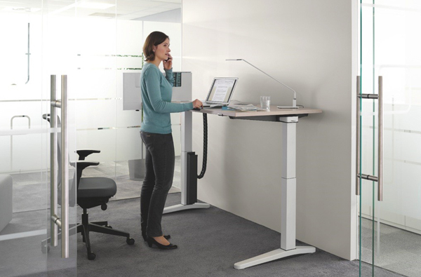 12 mod les de bureaux pour travailler debout mode s d. Black Bedroom Furniture Sets. Home Design Ideas