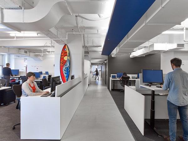 LinkedIn-NYC-bureaux-debout