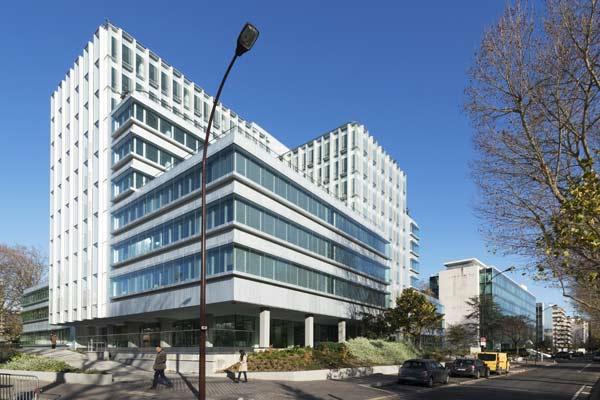 L'Immeuble New Time, sur l'Île de la Jatte à Neuilly