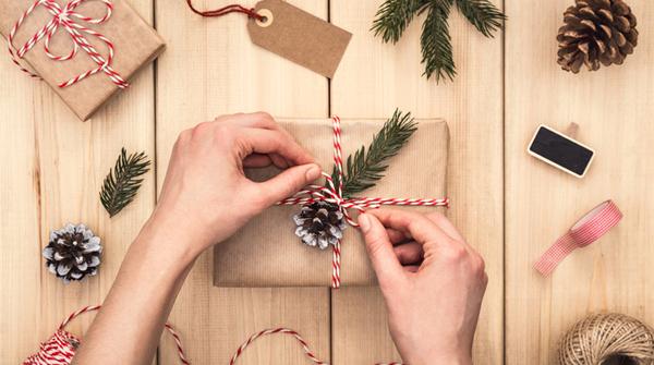 Idee Cadeau Bureau.Secret Santa 10 Idees De Cadeaux Ecolos Pour Vos Collegues