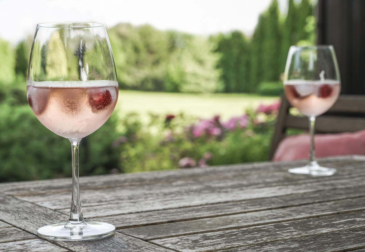 Job de rêve : qui veut gagner 9 000 euros pour boire du rosé ?